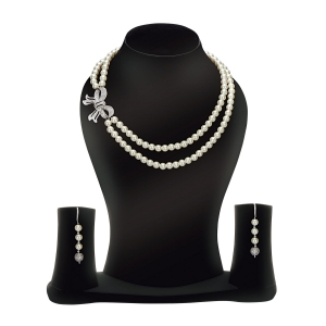 Lesk Faux Pearl Necklace with Drop Earrings