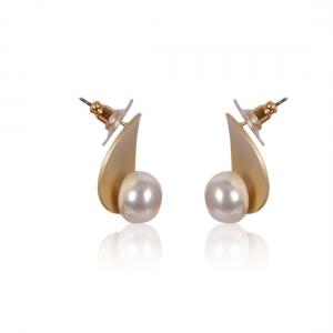Lesk Pearl Stud Earrings