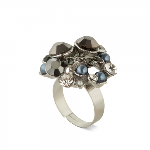 Lesk Adjustable Finger Ring for Women with Stone Embellishments.