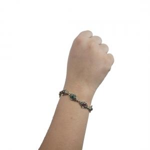 Lesk Stone Studded Link Chain Bracelet.